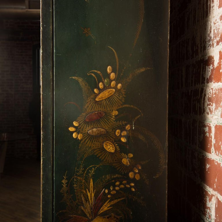 George I Green Japaned and Parcel Gilt Lacquer Bureau, 18th C For Sale 2