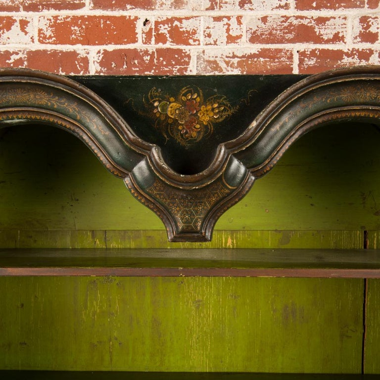 George I Green Japaned and Parcel Gilt Lacquer Bureau, 18th C For Sale 3