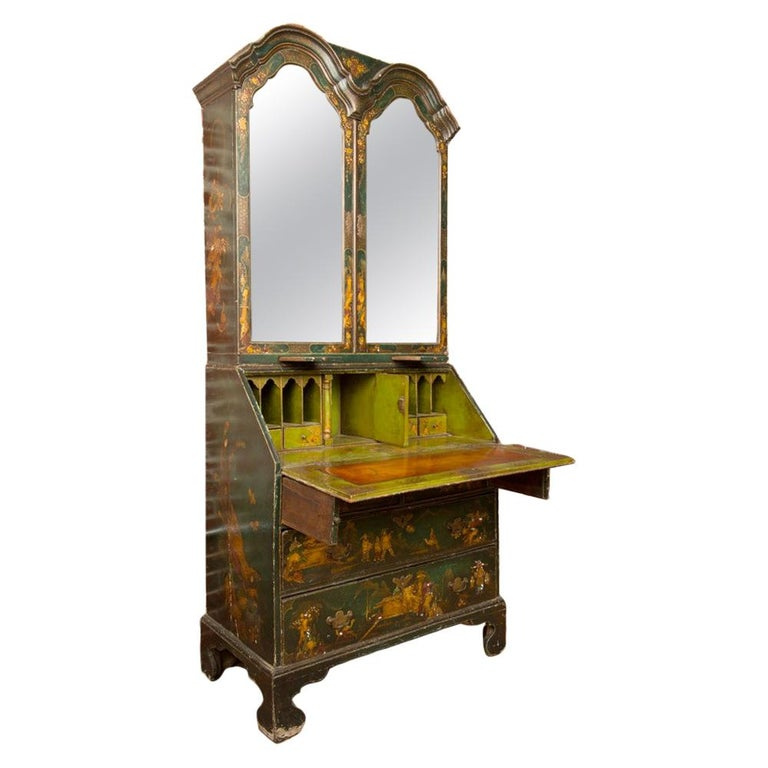 George I Green Japaned and Parcel Gilt Lacquer Bureau, 18th C For Sale