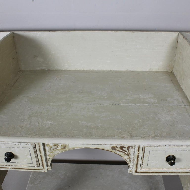 George III Country House, Original Painted Pine, Dressing Table or Washstand In Good Condition For Sale In Shustoke, GB