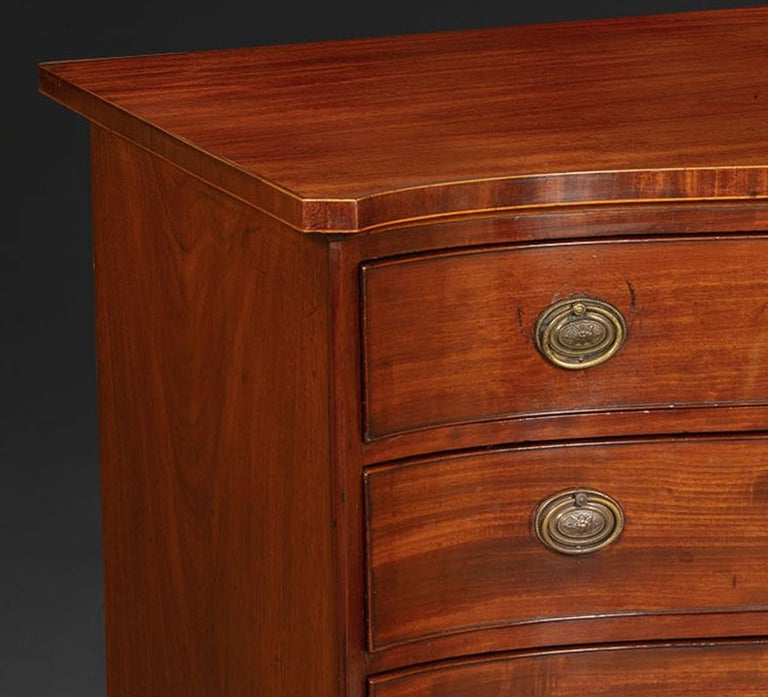 George III English Mahogany Serpentine Chest of Drawers In Good Condition In Dublin, GB