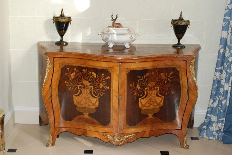George III Ormolu Mounted Harewood and Marquetry Serpentine Commode 5