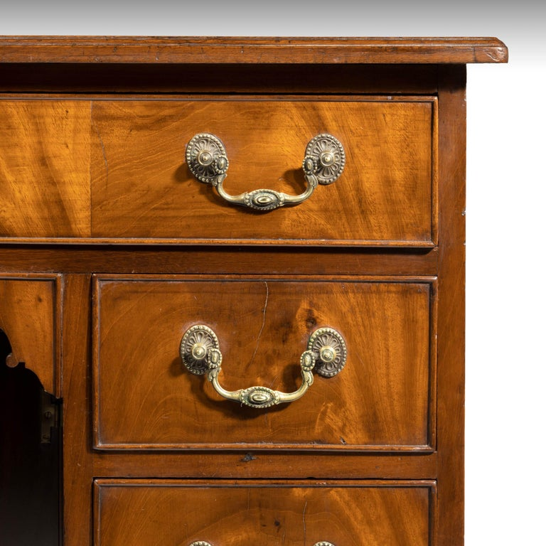 George III Period Mahogany Kneehole Desk In Good Condition For Sale In Peterborough, Northamptonshire