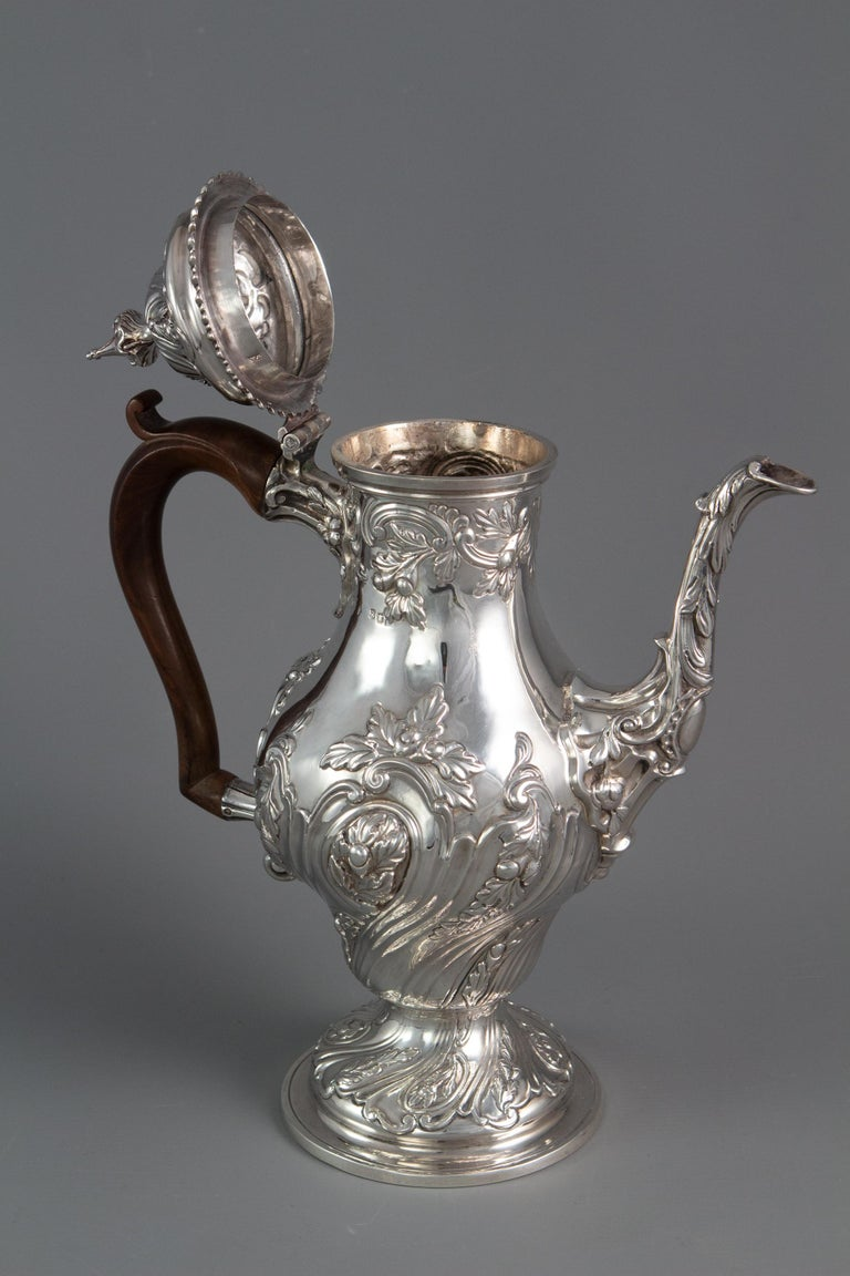 Mid-18th Century George III Silver Coffee Pot, London 1769 by William Abdy For Sale