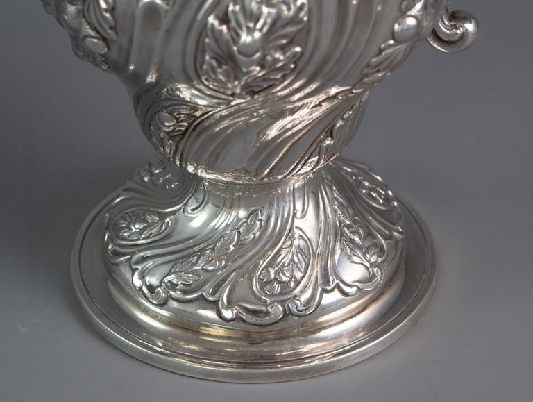 George III Silver Coffee Pot, London 1769 by William Abdy For Sale 2