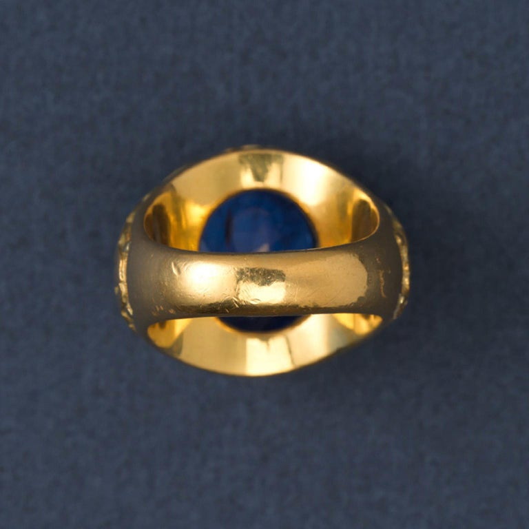 Women's or Men's Gold and Sapphire Ring For Sale
