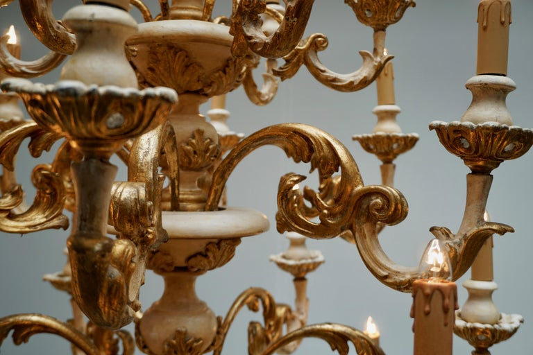 Highly Decorative and Elegant Gilded 24-Light Castle Chandelier In Good Condition For Sale In Antwerp, BE