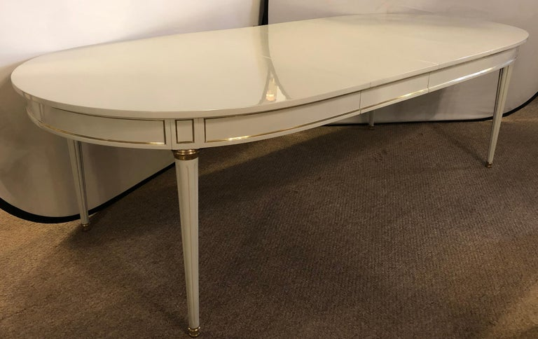 Hollywood Regency Dining Table in Gray Lacquered Bronze Mounted Finish For Sale 8