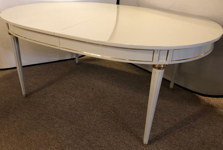 Hollywood Regency Dining Table in Gray Lacquered Bronze Mounted Finish In Good Condition For Sale In Stamford, CT