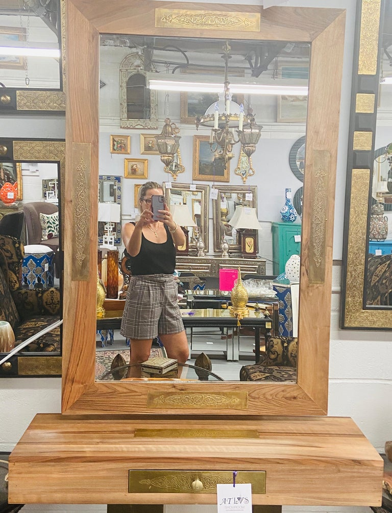 Hollywood Regency Style Brass and Walnut Mirror and Console Table Set In Good Condition For Sale In Plainview, NY