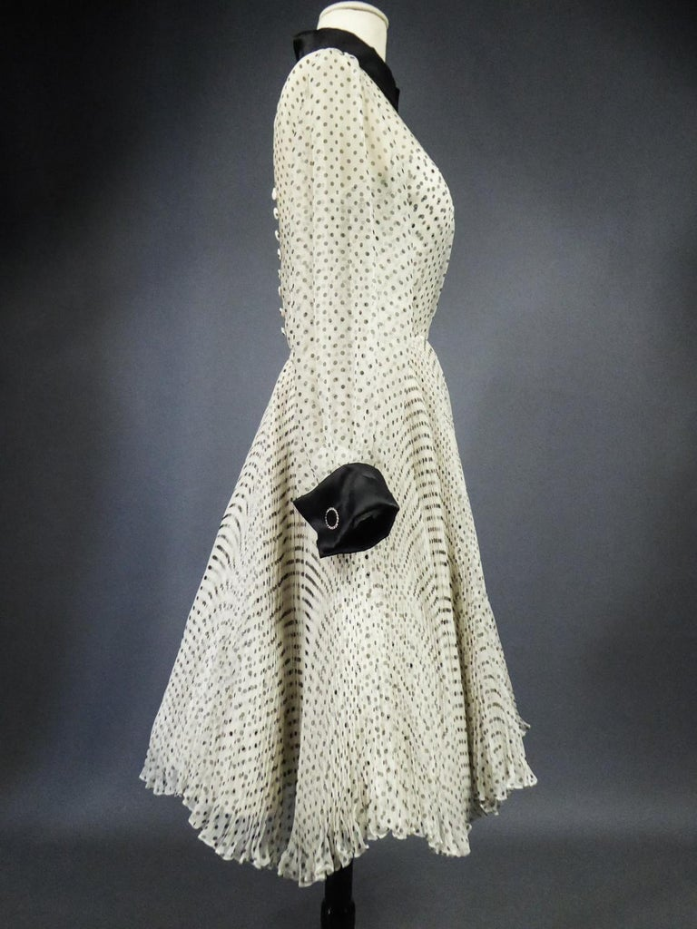 A Jacques Fath Couture Printed Silk Gown Number 00057 with provenance Circa 2000 For Sale 10