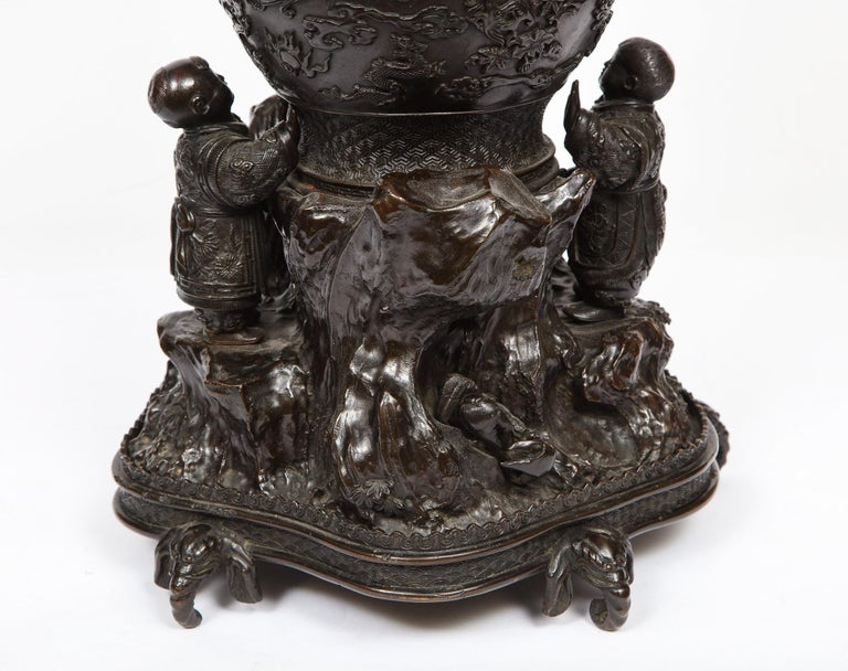 Japanese Patinated Bronze Figural Clock Vase, Meiji Period For Sale 10