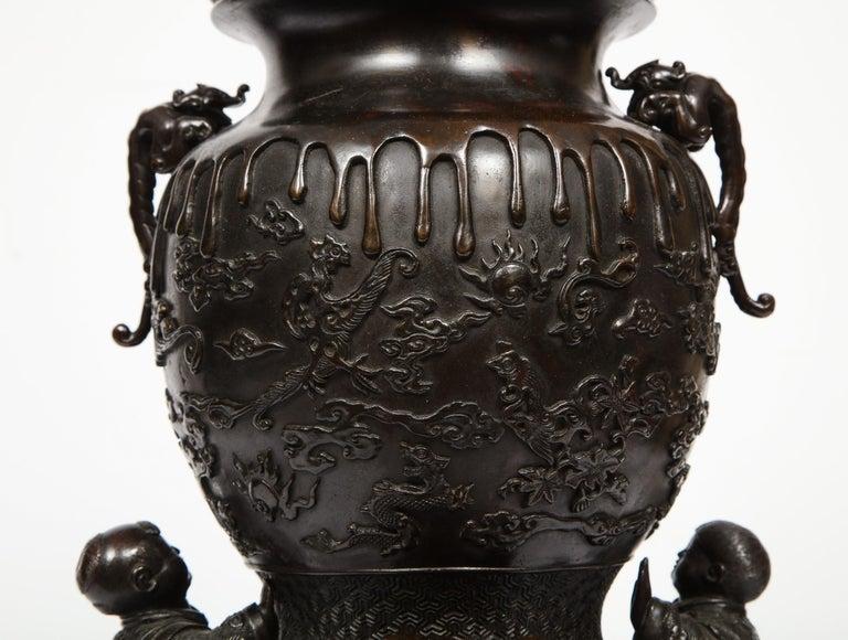 Japanese Patinated Bronze Figural Clock Vase, Meiji Period For Sale 13