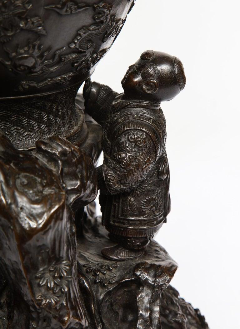 Japanese Patinated Bronze Figural Clock Vase, Meiji Period For Sale 5