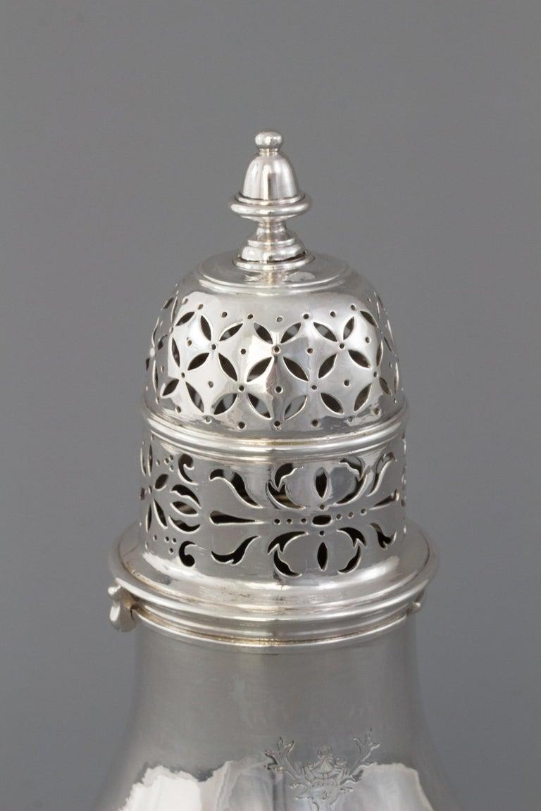 Large Britannia Silver Queen Anne Sugar Caster, London 1706/7 For Sale 4