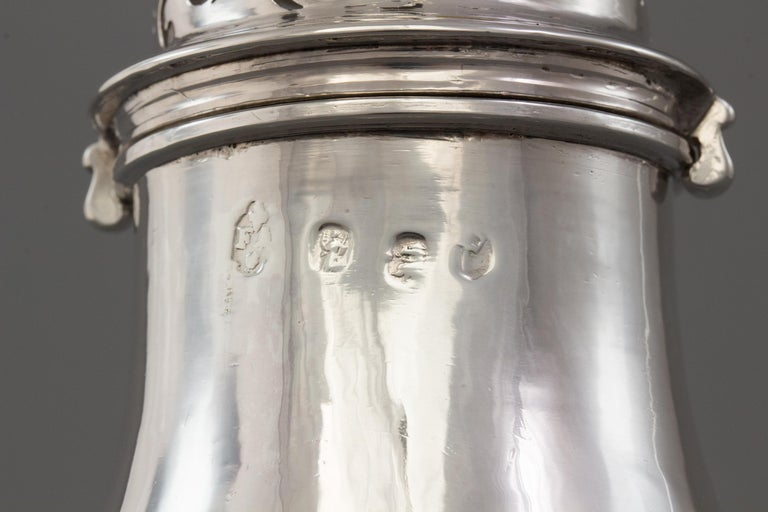 Large Britannia Silver Queen Anne Sugar Caster, London 1706/7 For Sale 6
