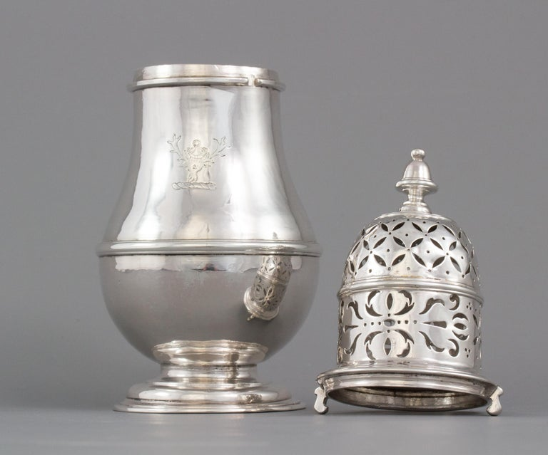 Large Britannia Silver Queen Anne Sugar Caster, London 1706/7 In Good Condition For Sale In Cornwall, GB