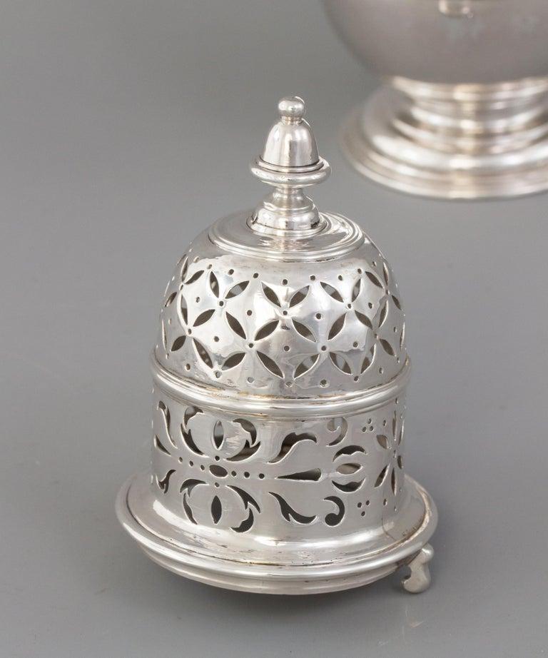 Large Britannia Silver Queen Anne Sugar Caster, London 1706/7 For Sale 1
