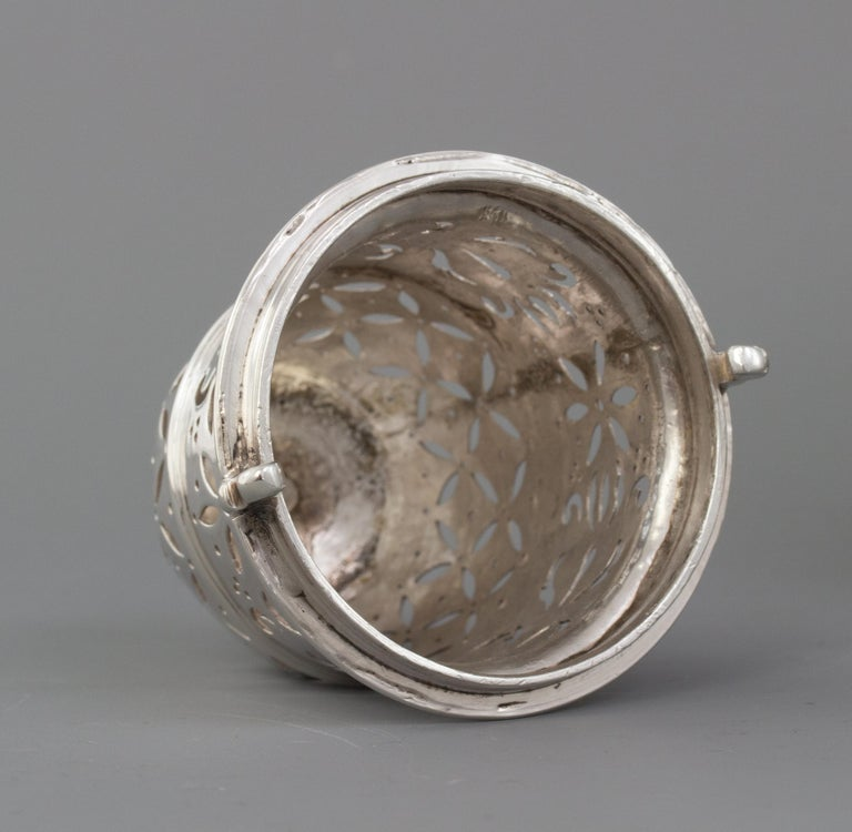 Large Britannia Silver Queen Anne Sugar Caster, London 1706/7 For Sale 2