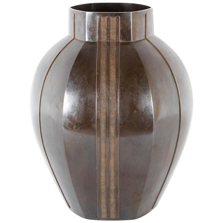 Large Bronze Six-Corned Flower Vase with Chain Pattern by Aida Tomiyasu For Sale
