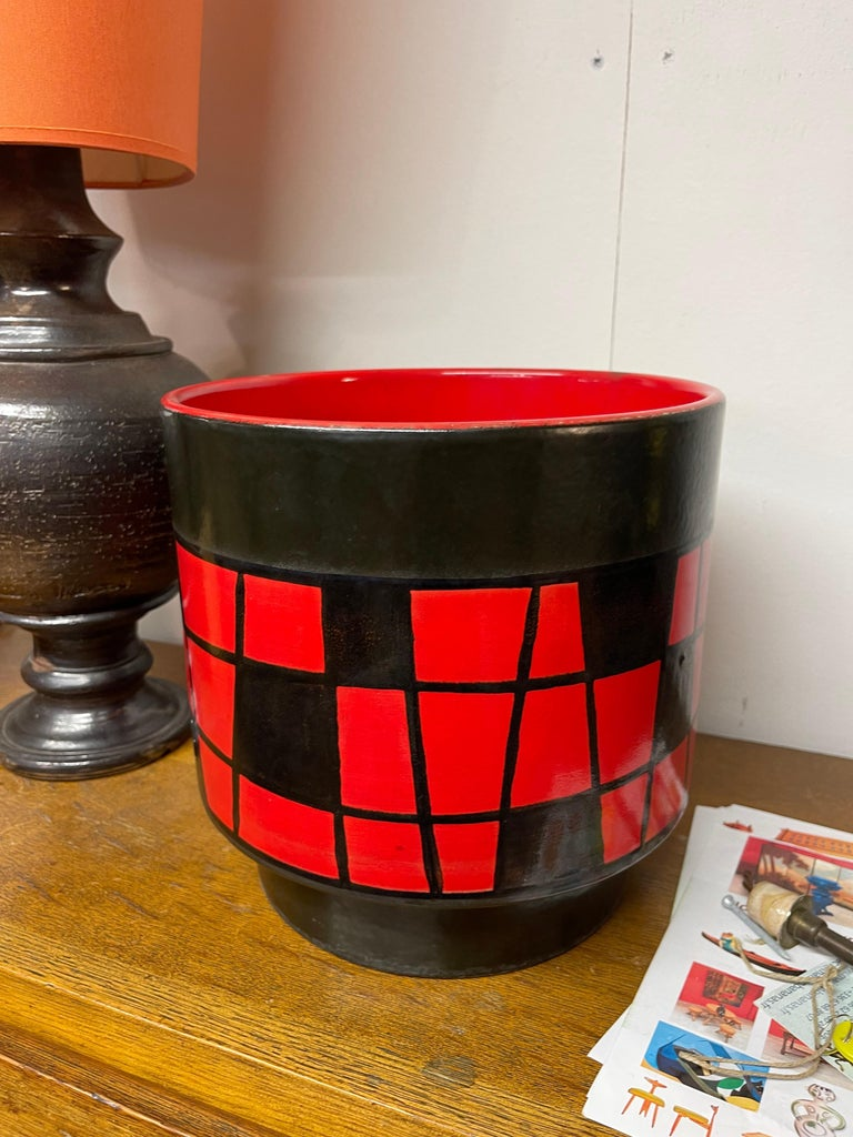An Elchinger large black and red pot cover Elchinger is a ceramic manufacture from Soufflenheim in Alsace France from 1834 to 2016.
