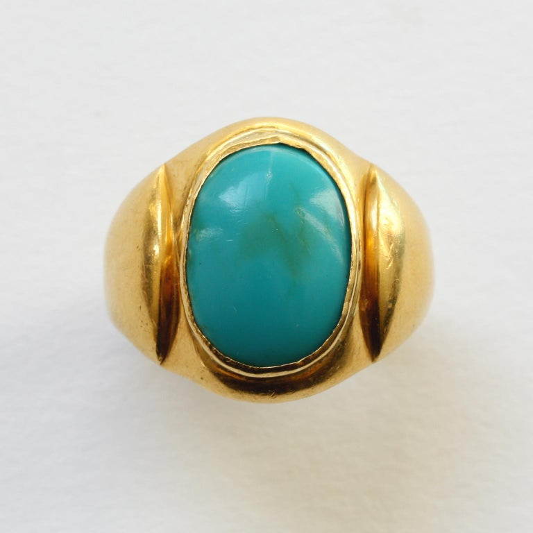 A large man's ring 18 carat gold with a large cabochon cut turquoise, most likely Nepalese, 19th century.  ring size: 21.75 mm. 12 ½ US. weight: 15.55 gram. dimensions turquoise: 1.8 x 1.4 cm. width ring: 4 – 23 mm.