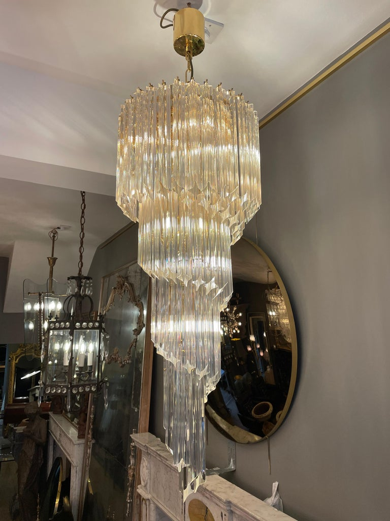A large spiral Murano chandelier by Novaresi Italy. Having 8 light fittings, 5 tiers and a brass frame. Late 20th century. Lots of spare glass included.