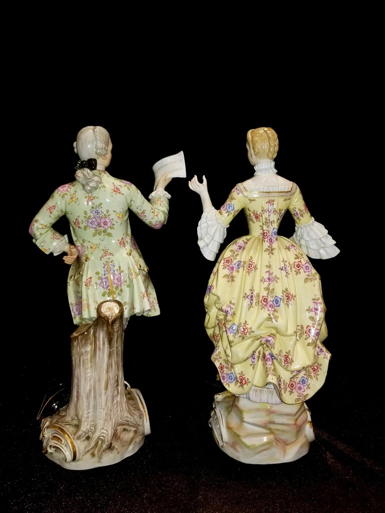 Rococo Large Pair of 19th Century Meissen Porcelain Figures of Lovers Singing For Sale