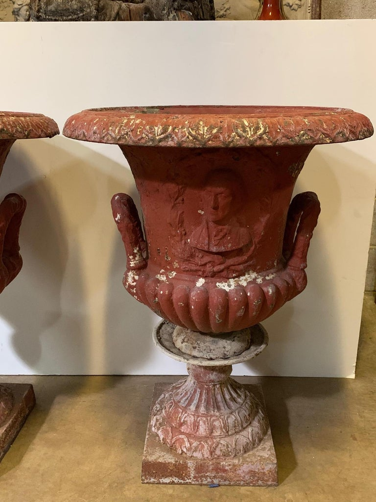 Large Pair of American Garden Urns with a Plaque of George Washington For Sale 5