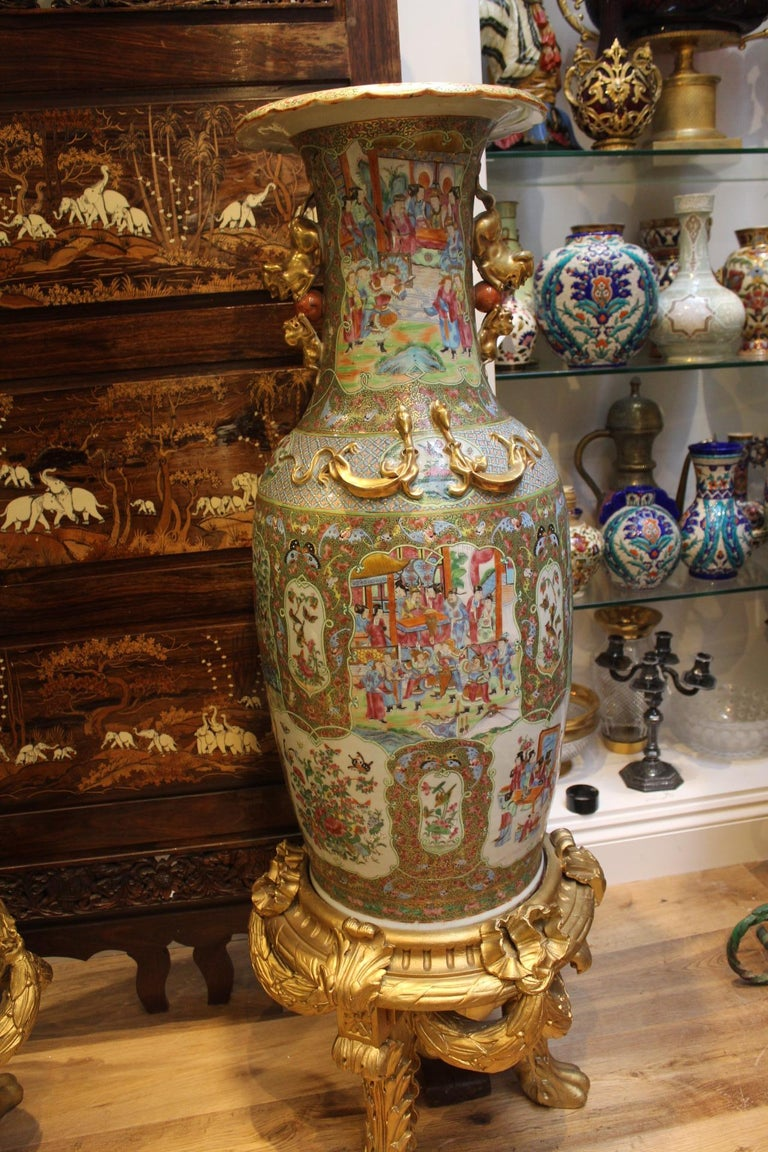 Other Large Pair of Early 19th Century Chinese Canton Famille Rose Vases For Sale