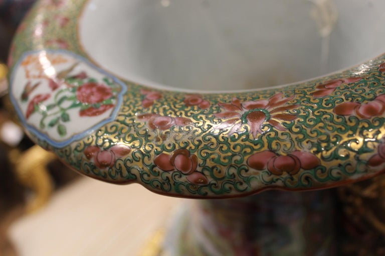 Enameled Large Pair of Early 19th Century Chinese Canton Famille Rose Vases For Sale