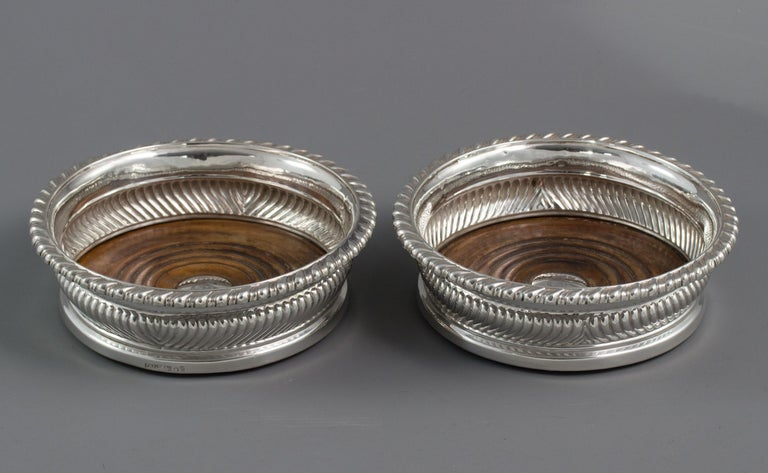 Large Pair of George III Silver Wine Coasters, Sheffield, 1819 In Good Condition For Sale In Cornwall, GB