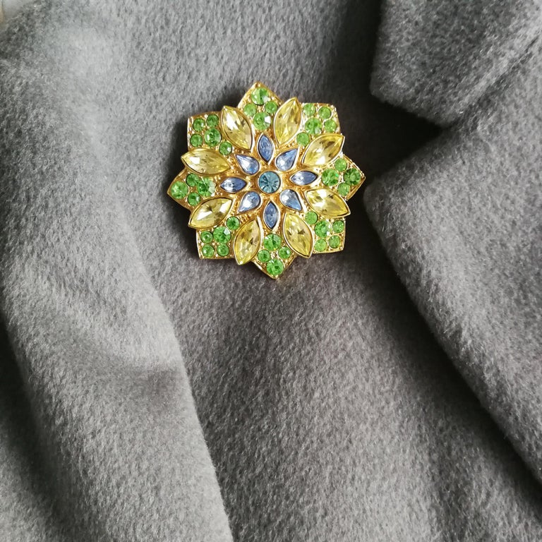 A large paste and gilt metal  'star' brooch, Yves Saint Laurent, France, 1980s For Sale 5