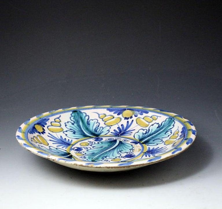 London Delftware Blue Dash Oak Leaf Charger, Late 17th Century For Sale 1