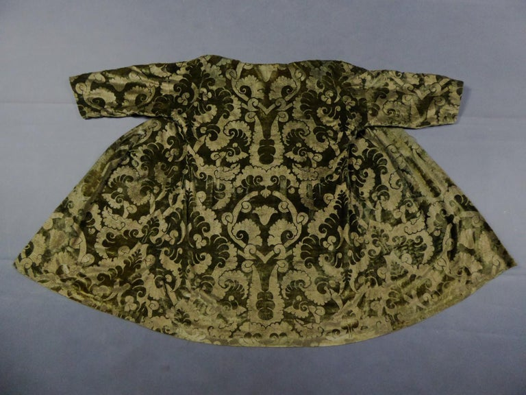 A Mariano Fortuny Gold Printed Velvet Evening Coat Italy Circa 1915/1925 For Sale 11
