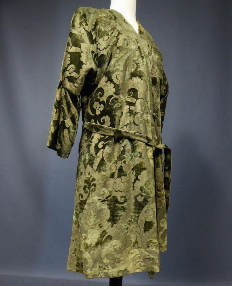 A Mariano Fortuny Gold Printed Velvet Evening Coat Italy Circa 1915/1925 In Excellent Condition For Sale In Toulon, FR