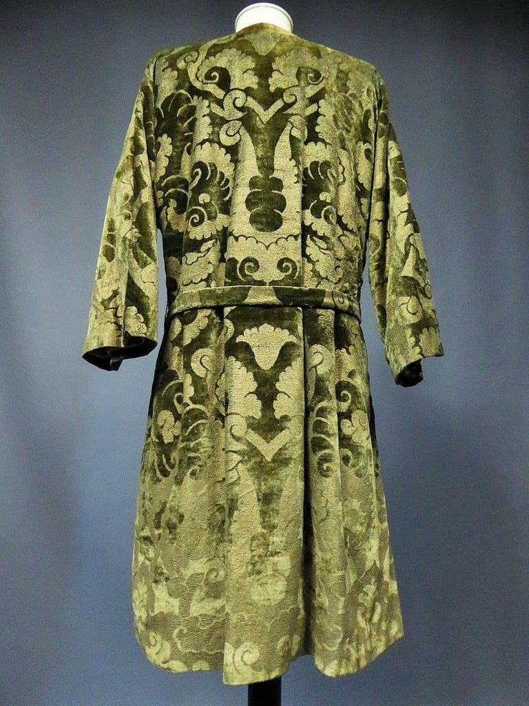 A Mariano Fortuny Gold Printed Velvet Evening Coat Italy Circa 1915/1925 For Sale 2