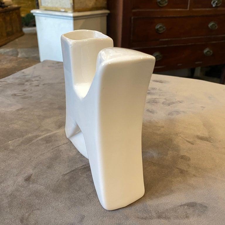 Memphis Style White Ceramic Vase by Roberto Rigon, circa 1980 In Good Condition In Aci Castello, IT