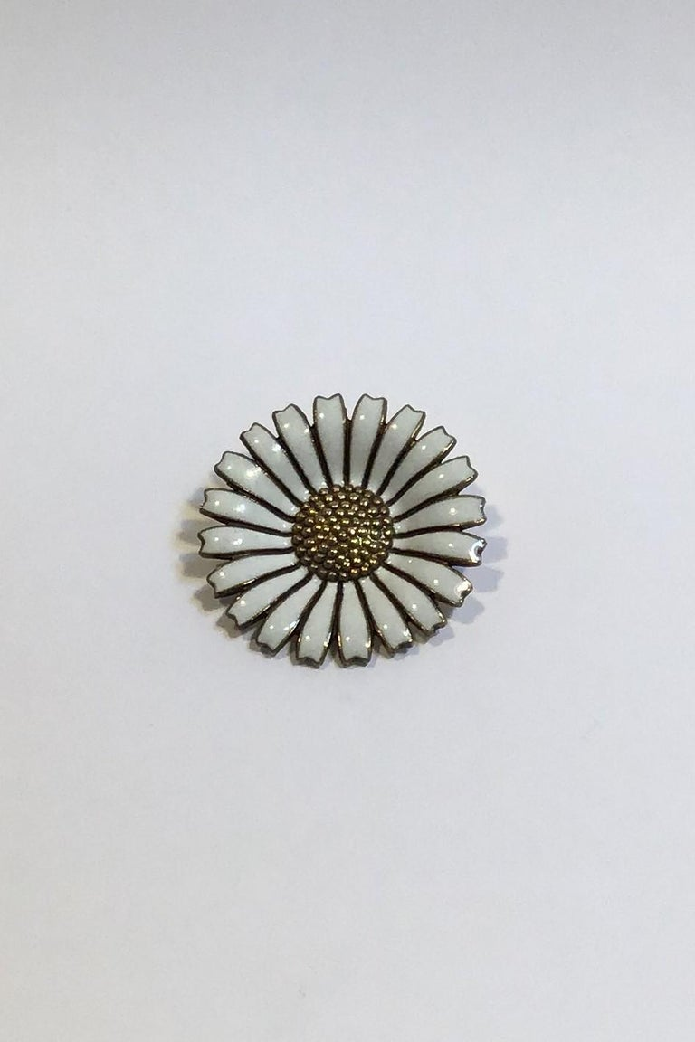 A Michelsen Sterling Silver Marguerit(Daisy) Brooch   Measures Diam 3.2 cm(1 1/4 in)  Weight 10 gr/0.35 oz