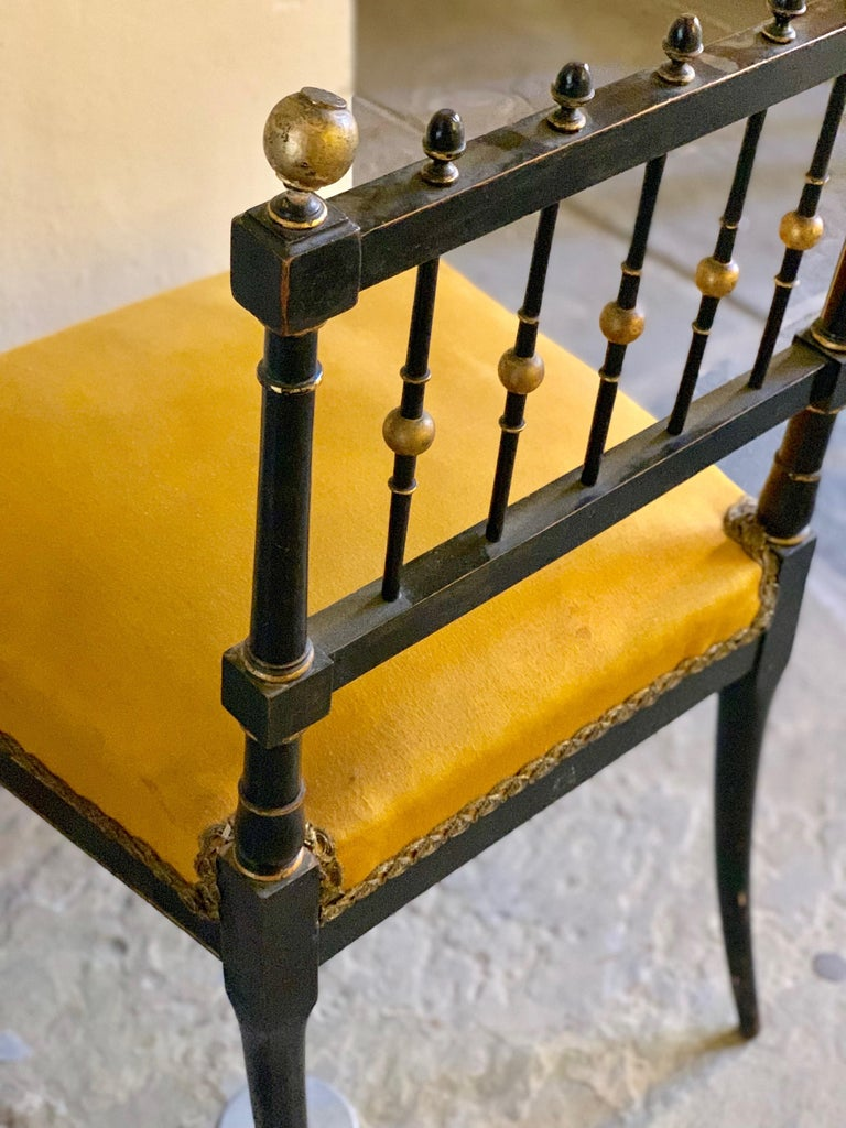 Early 20th Century French Chair with Gilt Detailing For Sale 1