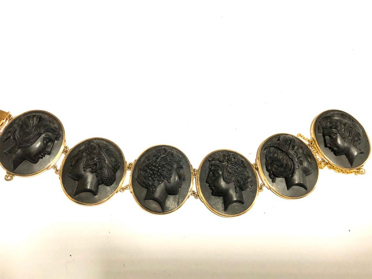 Mid-19th Century Black Lava Cameo Bracelet In Excellent Condition For Sale In Firenze, IT