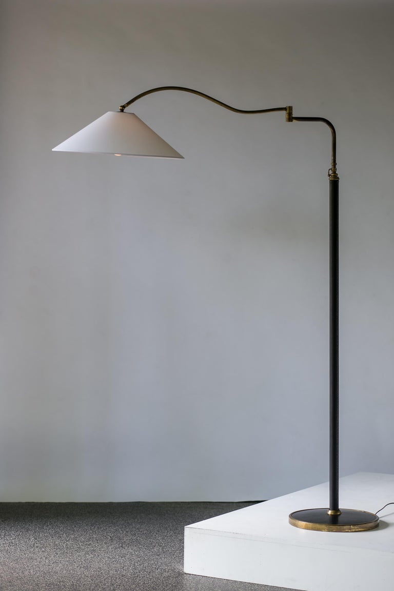 Mid-Century Modern Italian Floor Lamp In Brass, Black Leather and White Linen In Good Condition For Sale In Portland, OR