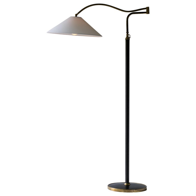 Mid-Century Modern Italian Floor Lamp In Brass, Black Leather and White Linen For Sale