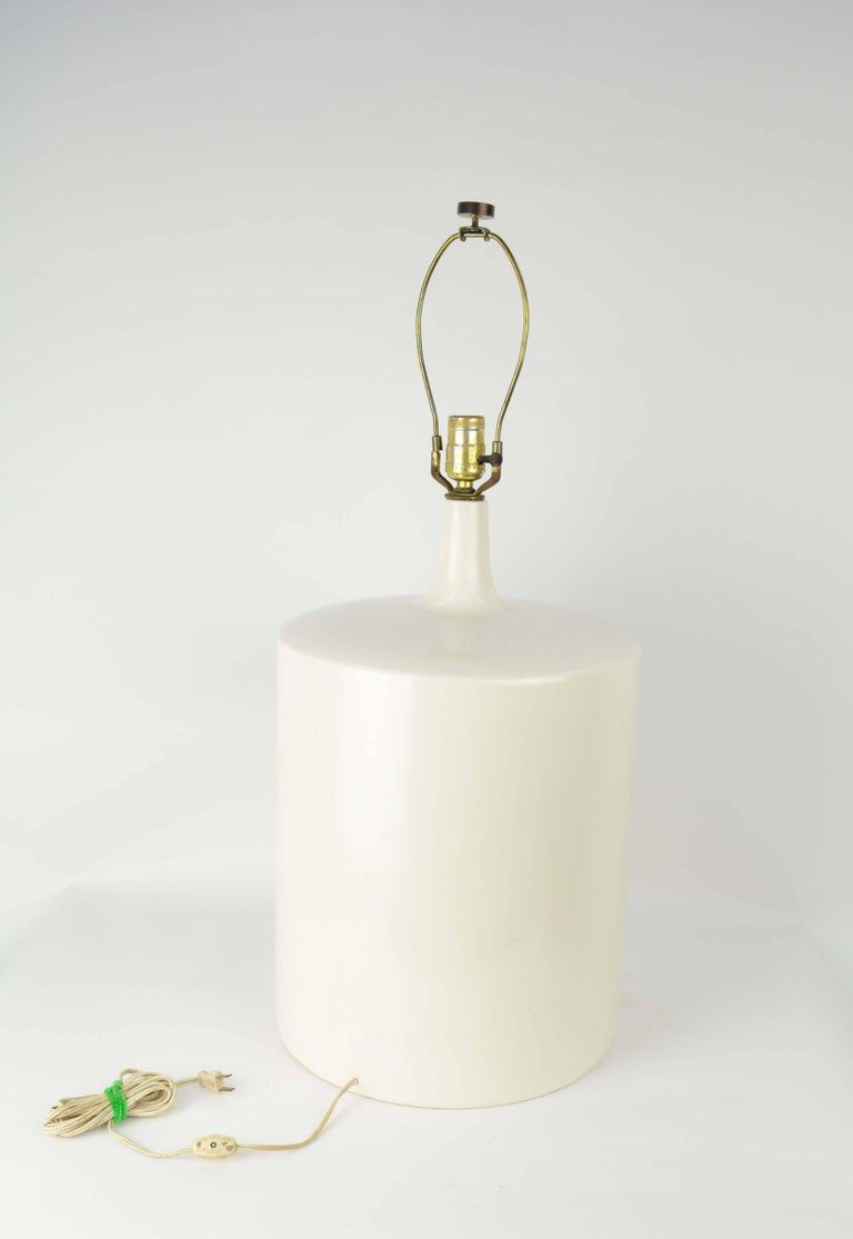 Modern Minimalist Monumental White California Ceramic Lamp In Good Condition For Sale In Portland, OR