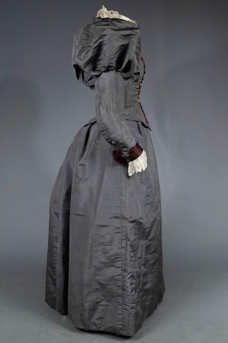A Mutton Sleeves Silk Day Dress Edwardian Period Circa 1895 For Sale 7
