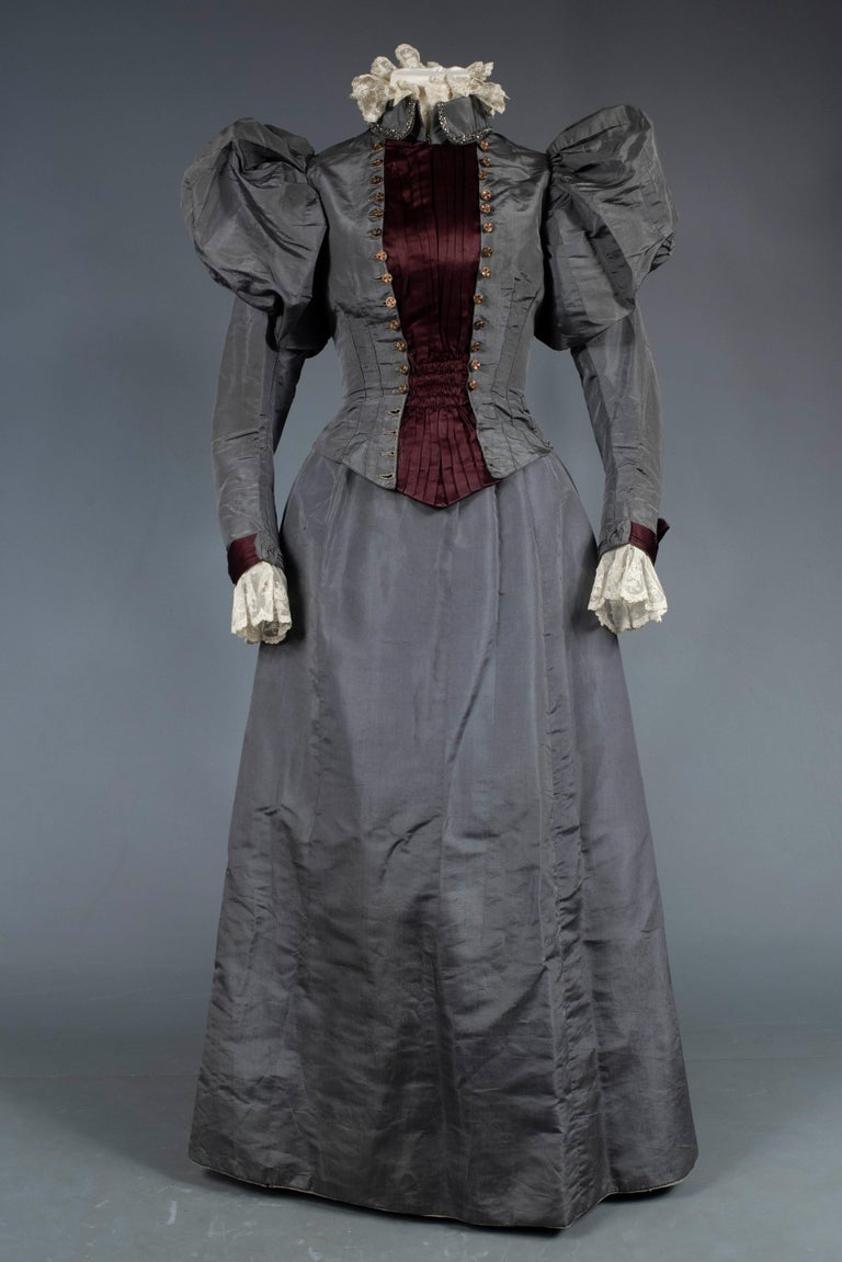 A Mutton Sleeves Silk Day Dress Edwardian Period Circa 1895 For Sale 8