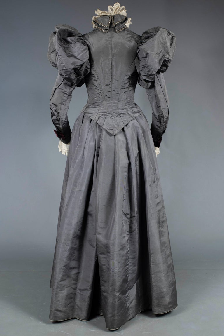 A Mutton Sleeves Silk Day Dress Edwardian Period Circa 1895 For Sale 9