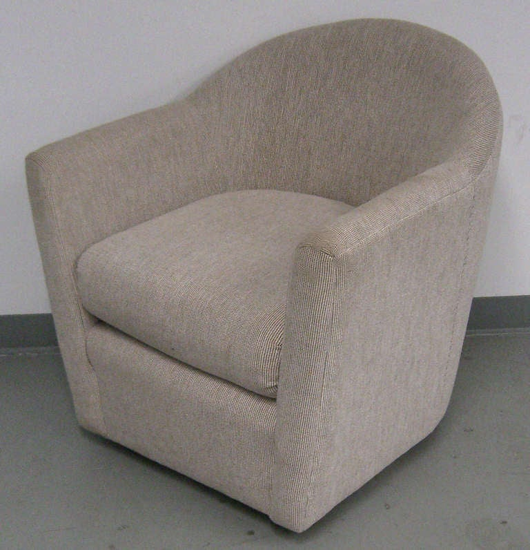 This upholstered swivel club has clean lines and a compact design. A 1970s era piece with timeless appeal.