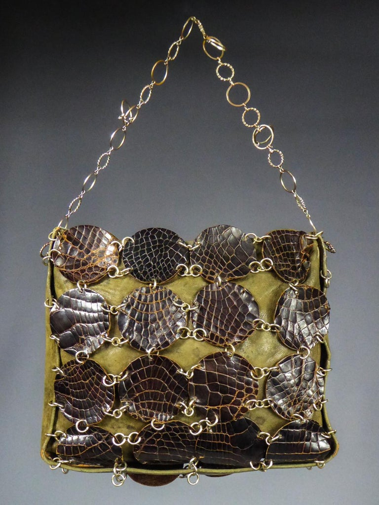 A Paco RabanneEvening Clutch in Khaki Leather and Pads Circa 1968 In Good Condition For Sale In Toulon, FR