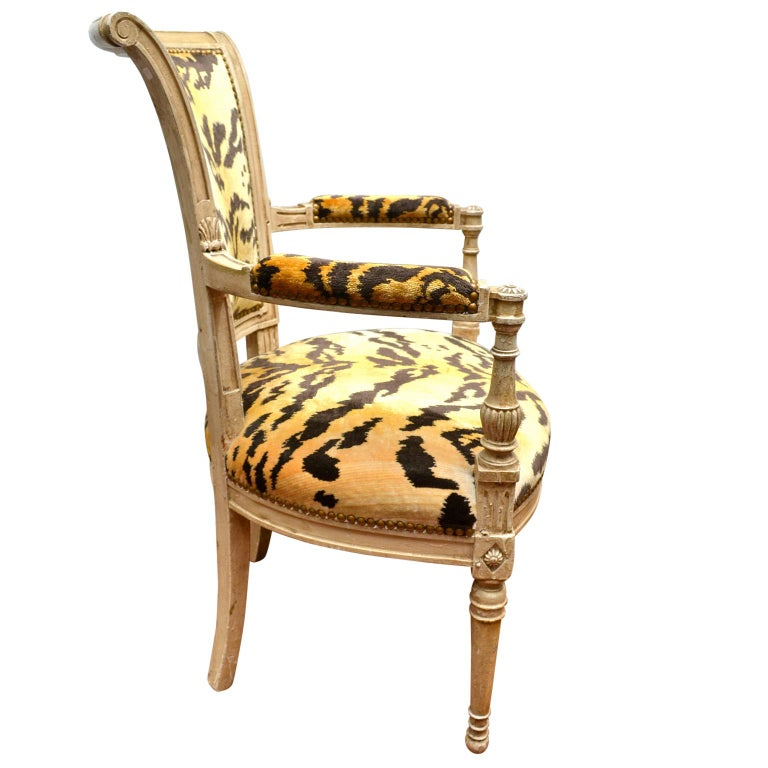 Pair of 18th Century Louis XVI Painted Armchairs In Good Condition For Sale In Vancouver, British Columbia